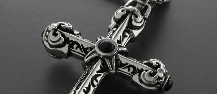 Ψάχνοντας τον σταυρό της μάνας μου